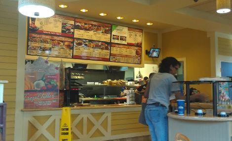 Restaurante fast food – almoço ou jantar sai por $4,90.